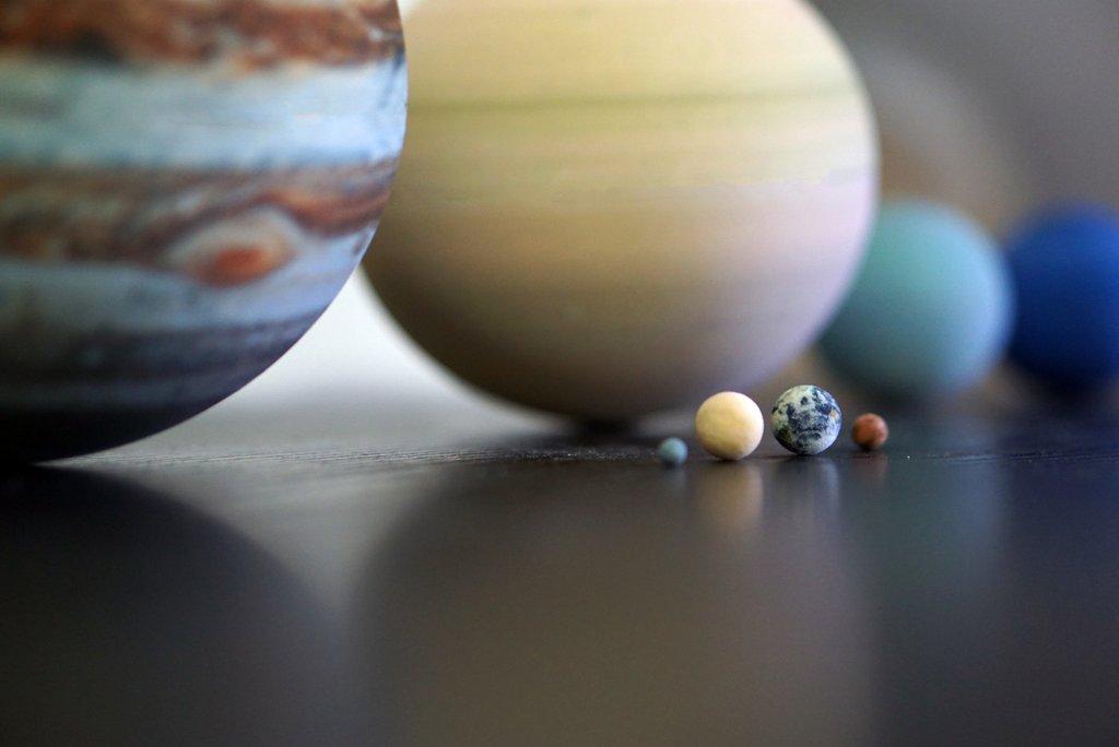 Čo tak mať v rukách planéty našej slnečnej sústavy?
