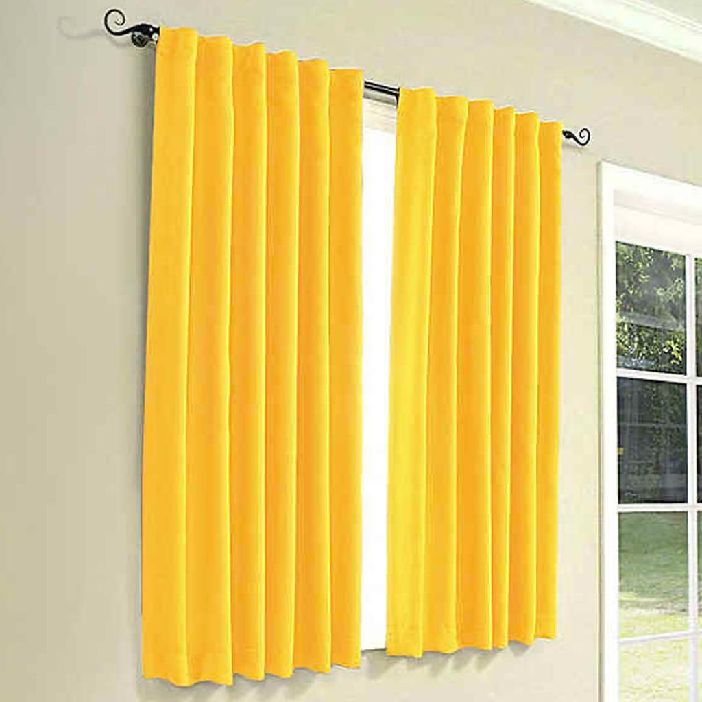 Záves žltej farby