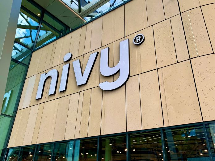 Stanica a nákupné centrum Nivy